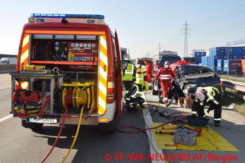 Feuerwehr; Blaulicht; FF Wiener Neudorf; Unfall; A2;