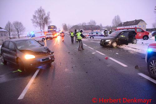 Feuerwehr; Blaulicht; BFKDO Urfahr-Umgebung; Unfall; B126; PKW;