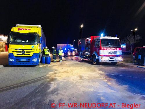 Feuerwehr, Blaulicht, FF Wiener Neudorf, Verkehrsunfall, A2, LKW