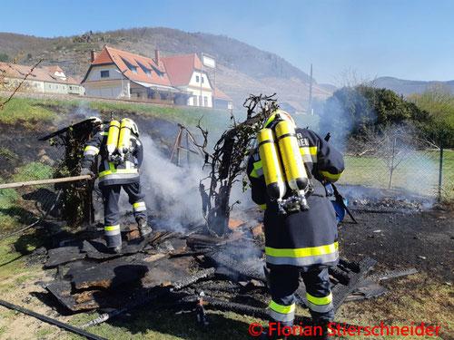 Feuerwehr; Blaulicht; FF Weißenkirchen; Brand; Gartenhütte;