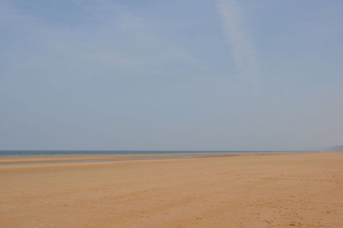 Breiter langer Sandstrand