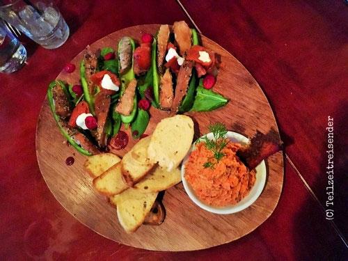Essen im Salmon n Bannock Bistro (C) Teilzeitreisender