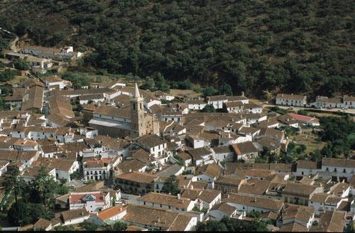Blick von der Eremitage La Pena auf Alájar
