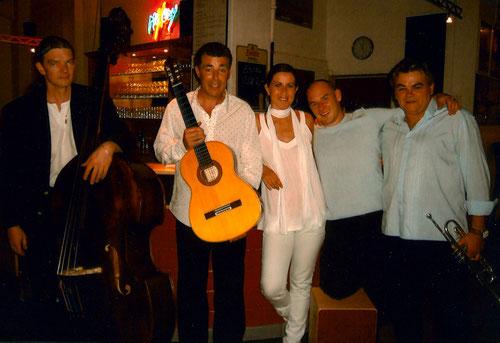 MANOS, 2008