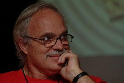 el poeta i traductor Francesc Parcerisas, un dels autors del volum