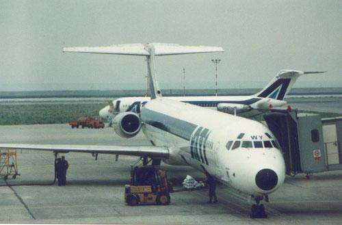 MD-82 mit einer DC-9-32 im Hintergrund/Courtesy: ATI?