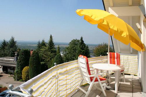 Ferienwohnung mit Balkon. Aussicht auf das Markgräflerland