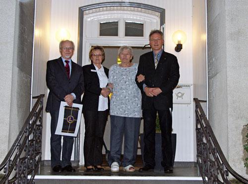 von links nach rechts: Prof. Dr. Berthold Reers, Frau Christel Pischel, Frau Waltraud Kamperdick, Dr. Frank Jakobi