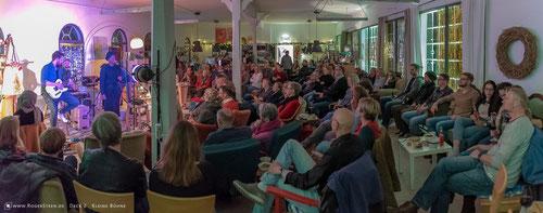 """""""Ausdrucksstark"""" waren Slammer und Musiker beim Wohltätigkeitsabend in der alten Malerschule - Foto: Roger Steen"""