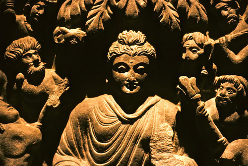 Maras Angriff auf Buddha. Gandhara (Pakistan).