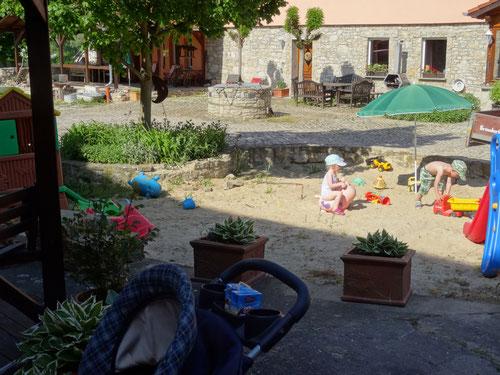 spielen im Sand, Kinder , Spielplatz,