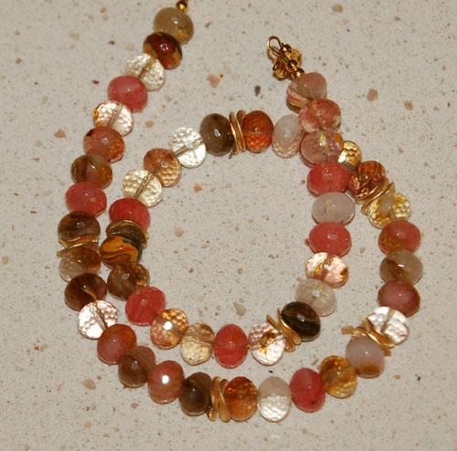 Kette aus Cherry Quarz mit vergoldeten Elementen
