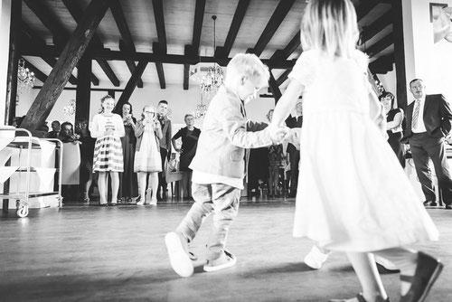 Momente einer Hochzeit im Landhaus Sükow. Heiraten im Standesamt Perleberg. Fotograf aus Wittenberge.