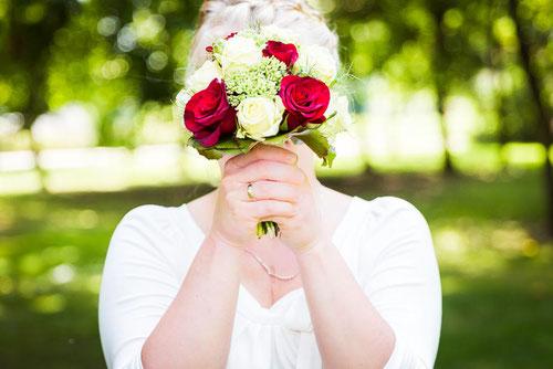 Heiraten in Pritzwalk. Braut im Birkenwäldchen. Hochzeitsfotograf aus Wittenberge.