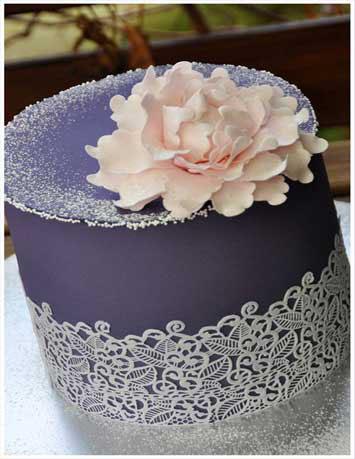 wedding cake a tre piani color lavanda.