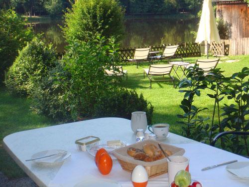 Frühstück am See