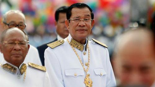 Le Premier ministre du Cambodge Hun Sen, à l'occasion de la célébration du 64e anniversaire de l'indépendance de la France, le 9 novembre 2017. (REUTERS/Samrang Pring)
