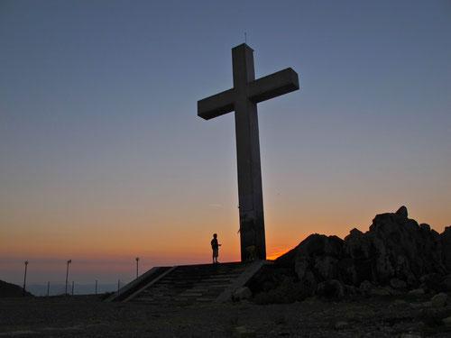 ein mächtiges Kreuz, weithin als Zeichen sichtbar