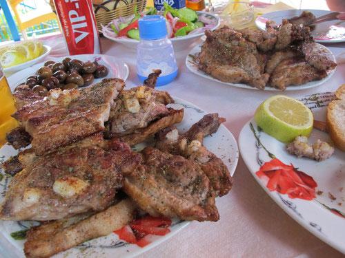 das köstlich gegrillte Fleisch reichte für 3 Mahlzeiten