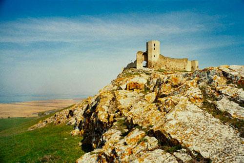 über allem eine alte Burg-Ruine mit einem grandiosen Panoramablick