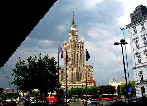 weithin sichtbar der von den Russen 1955 erbaute Kultur-Palast