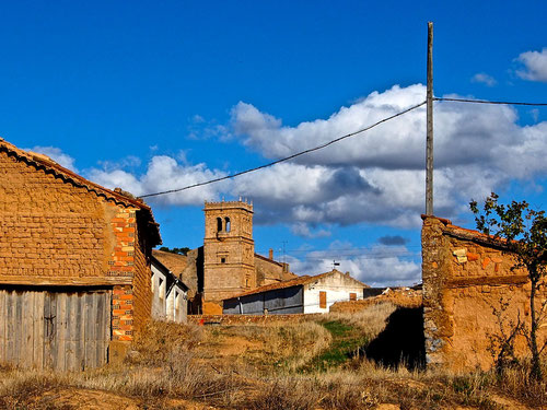 ein idyllisches Dorf an der Strasse
