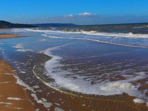 der breite, fast unendliche Sandstrand von Deauville