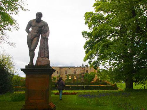 die Hauptachse des Parks - zurück zum Castle