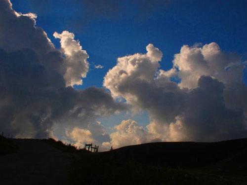 die Wolken - von allen Seiten von der Sonne bestrahlt