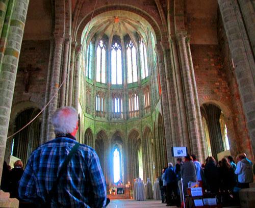 Abteikirche - romanisches Langhaus, spätgotischer Chor mit Arkadenzone, Triforium und Obergaden