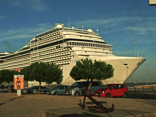 Kreuzfahrt-Schiff Karadeniz mit 4.000 Passagieren