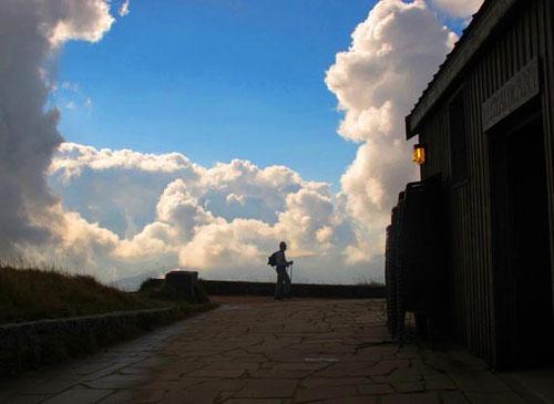 Wanderer vor einer fast unwirklicklichen Wolkenstimmung