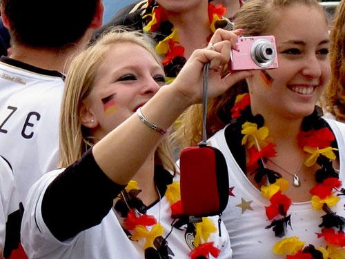 die weiblichen Fans von Podolski