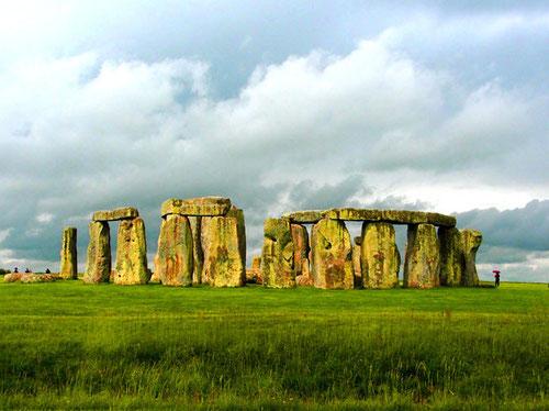 die Gesamt-Ambiente von Stonehenge -  umgeben von einer traumhaften Naturlandschaft