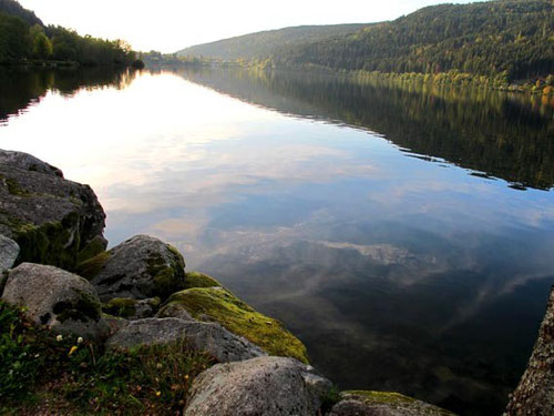 am Abend am Lac de Gérardmer in den nördlichen Vogesen