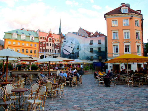 in der Altstadt von Riga wird die Nacht zum Tage