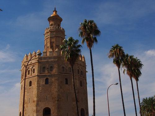 der markante Gold-Turm