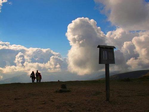 die Wanderwege - einfach zu gehende Rundwege - mit markanten Aussichten in die Täler