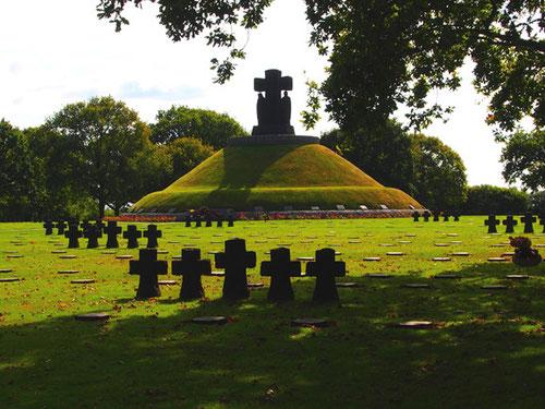 """der deutsche Soldaten-Friedhof """"La Cambe"""""""
