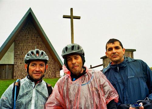 Juan, Petro und Miran waren trotz des Regens guter Dinge