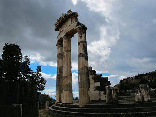 die tholos-Säulen - Wahrzeichen von Delphi