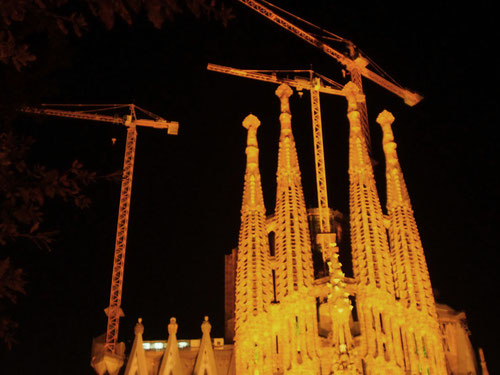 die Sagrada Familia bei Nacht