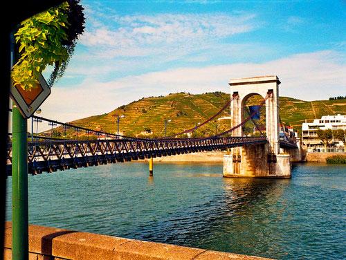 historische Brücke über die Rhone