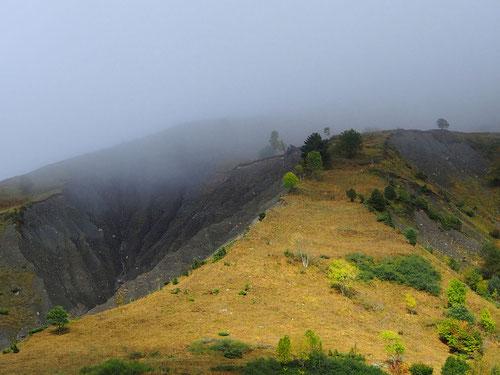 Berg-Kuppen noch im Nebel