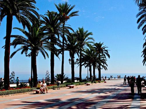 Strandpromenade von  Neria an der Costa del Sol