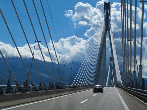 2,6 km lange Hängebrücke