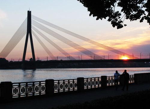 Sonnenuntergang an der Düna - unser Stellplatz für Nacht direkt daneben....