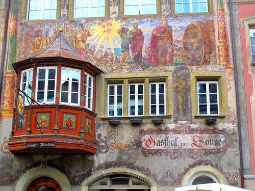 original gemalte Fassaden in der Altstadt von Stein