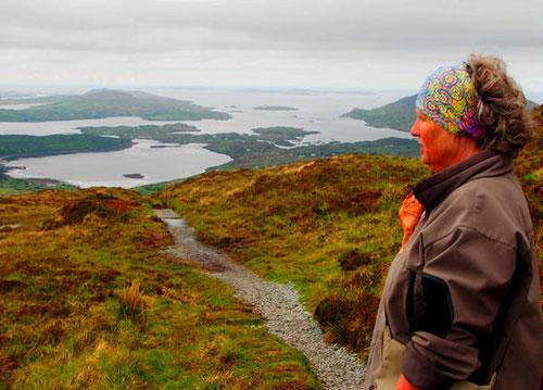 phänomenale Aussicht auf halber Höhe auf den Connemara National Park