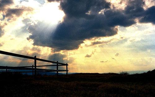 die Sonne brach ein letztes Mal durch die Wolken
